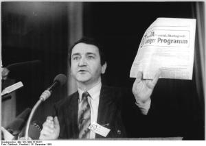ADN-ZB-Gahlbeck-16.12.89-eng-Leipzig: Gründungsparteitag Demokratischer Aufbruch. Vorsitzender Wolfgang Schnur eröffnete den Gründungsparteitag der sozial und ökologisch ausgerichteten Partei im Kongreßsaal des Brühlzentrums.